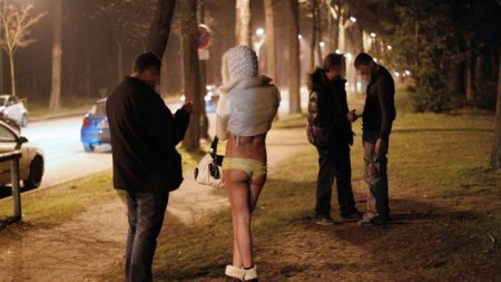 Находчивый мужчина получил за секс 36 тысяч, притворившись проституткой