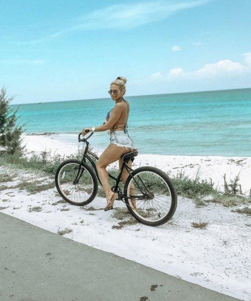 Сексуальные девушки на велосипедах