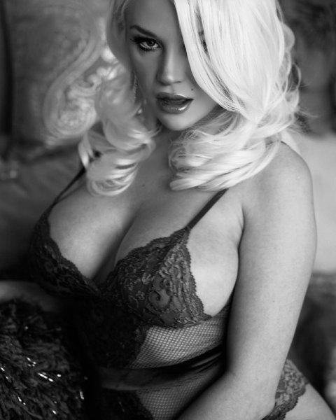 Кортни Стодден - новая девушка Брайана Остина Грина, которая пришла на смену Меган Фокс