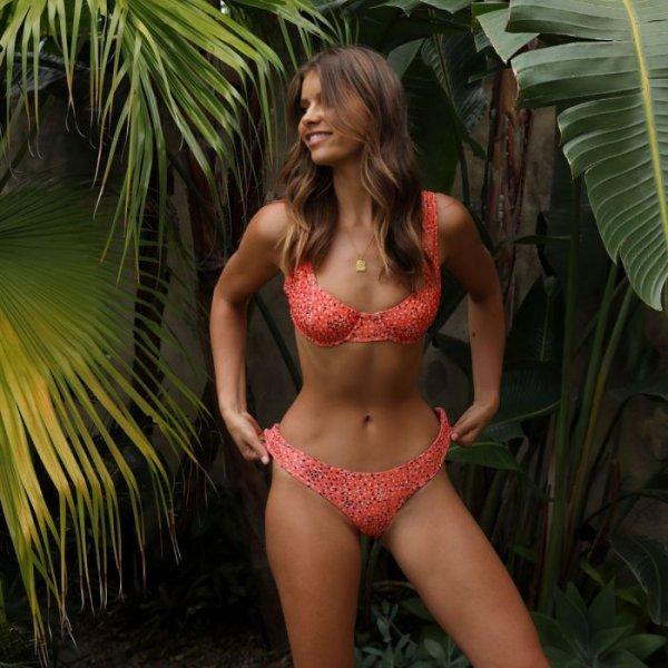 23-летняя австралийская модель Кристина Мендонка (Kristina Mendonca) в купальниках