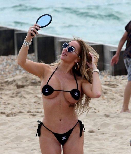 41-летняя английская телеведущая, модель и актриса Эйслейн Хорган-Уоллас (Aisleyne Horgan-Wallace) в крохотном бикини