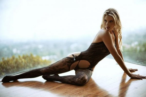 23-летняя актриса и модель Бренна Блэк (Brennah Black) на снимках в Instagram