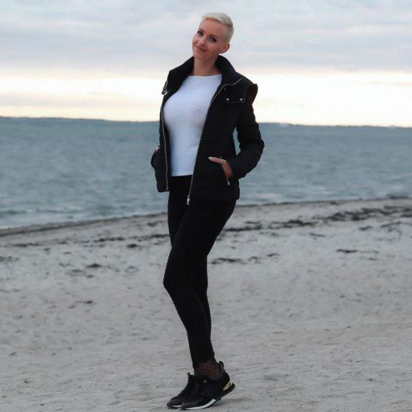 36-летняя немецкая модель, актриса, звезда реалити-шоу и певица Анике Экина (Anike Ekina) на фото в Instagram