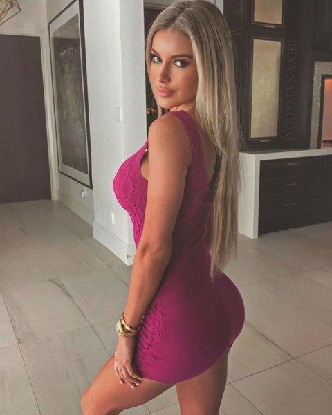 35-летняя канадская гламурная модель и актриса Натали Говро (Natalie Gauvreau) на снимках в Instagram