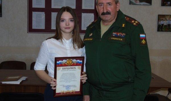 17-летняя девушка из Курска привела в военкомат 30 призывников