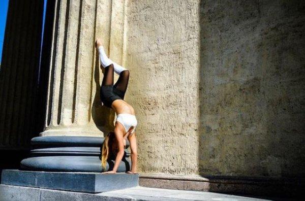 Алена Кулакова — член сборной по спортивной акробатике забеременела и продает места крестных родителей за iPhone