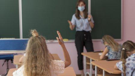 Директриса новороссийской школы под истеричную запись пообещала порвать учителей за отсутствие масок