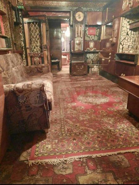 Кресты, ковры, резьба, уют: в Туле на продажу выставили квартиру охотника на вампиров