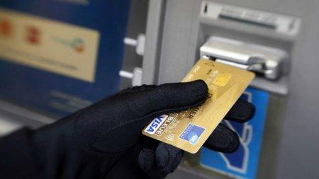 Какими способами мошенники похищают деньги с банковских карт