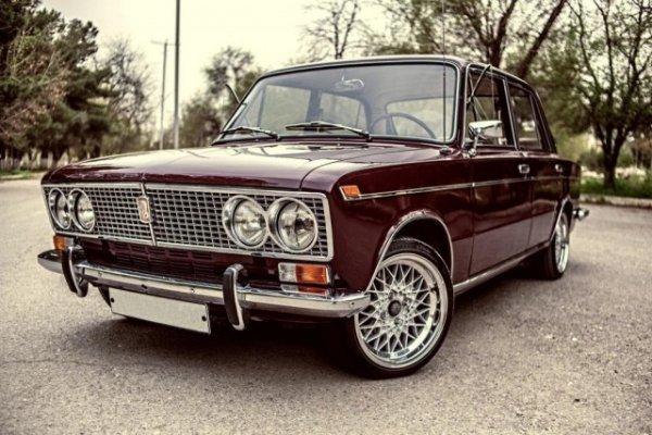 Самый первый автомобиль Жигули класса люкс – ВАЗ -2103 и его особенности