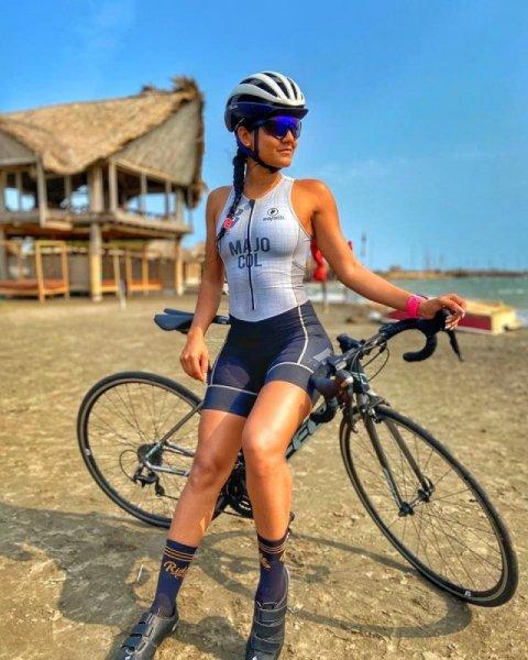 Красивые девушки на велосипедах. Vol -4