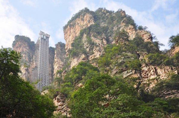 Дорога в небо: самый высокий в мире наружный лифт поднимает пассажиров на 326 метров над землей