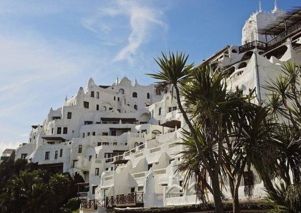 Как устроен отель-скульптура, который строили 36 лет