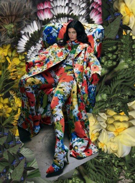 23-летняя американская модель Кайли Дженнер (Kylie Jenner) в журнале Tmrw